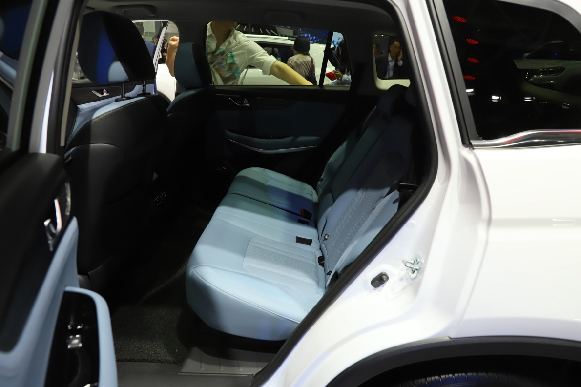 2018款 长安 CS75 PHEV 车展 座椅空间