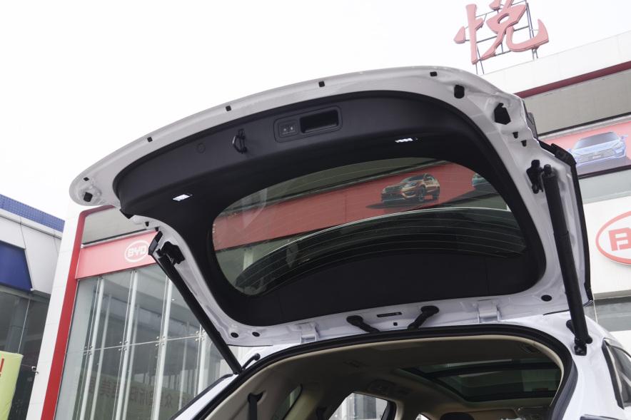 2018 比亚迪 唐 DM 2.0T 四驱创睿型 白色