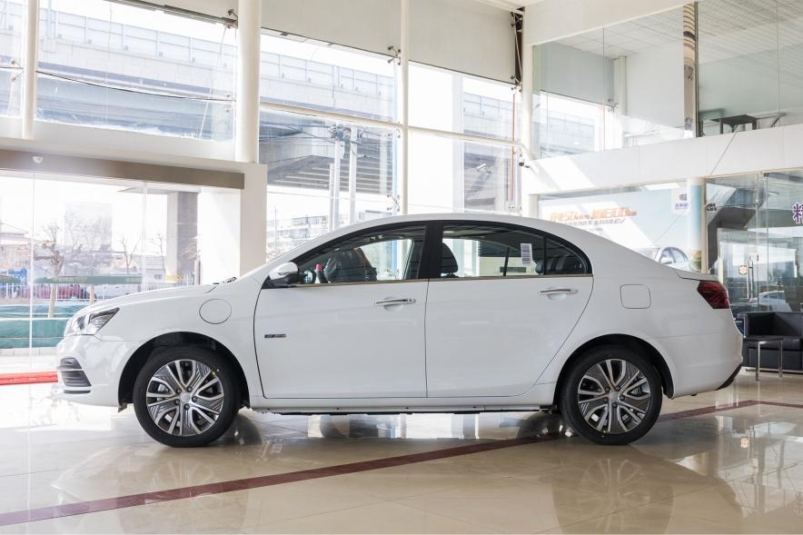 2018款 吉利 帝豪 EV450 尊贵型 冰晶白 实拍 外观