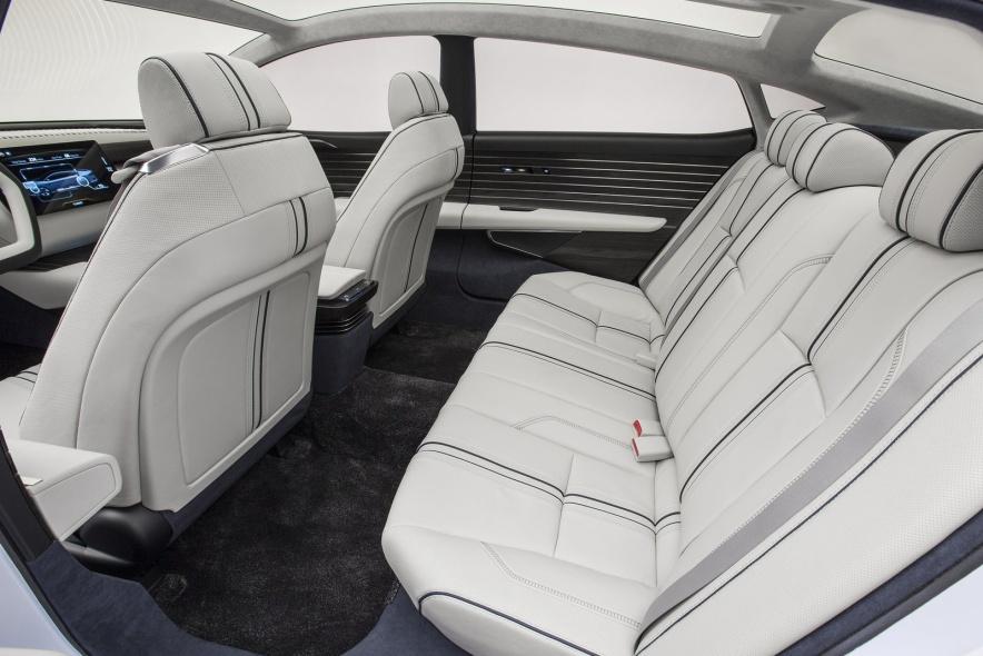 2014款 本田 FCV Concept 官图 座椅空间