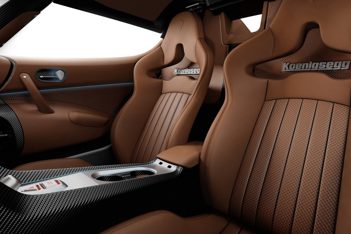 2016款 科尼赛克 Regera Hybrid 基本型 官图 座椅空间