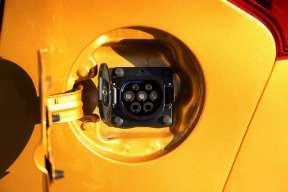 2017款 北汽新能源 EC系列 EC180 灵秀版 魅力金 实拍 充电