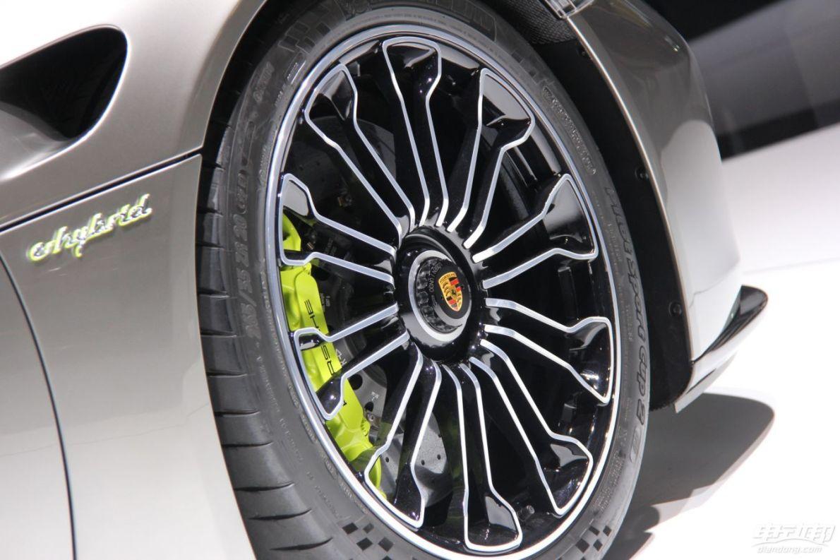 2014款保时捷918 Spyder
