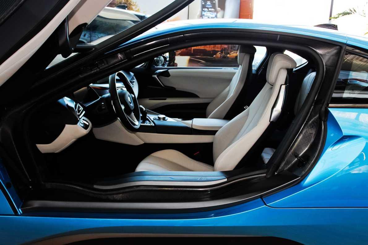 2014款 宝马i8 标准型 质子蓝 实拍 座椅空间