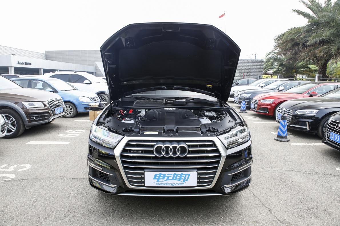 2019款 奥迪Q7 55 e-tron 黑色