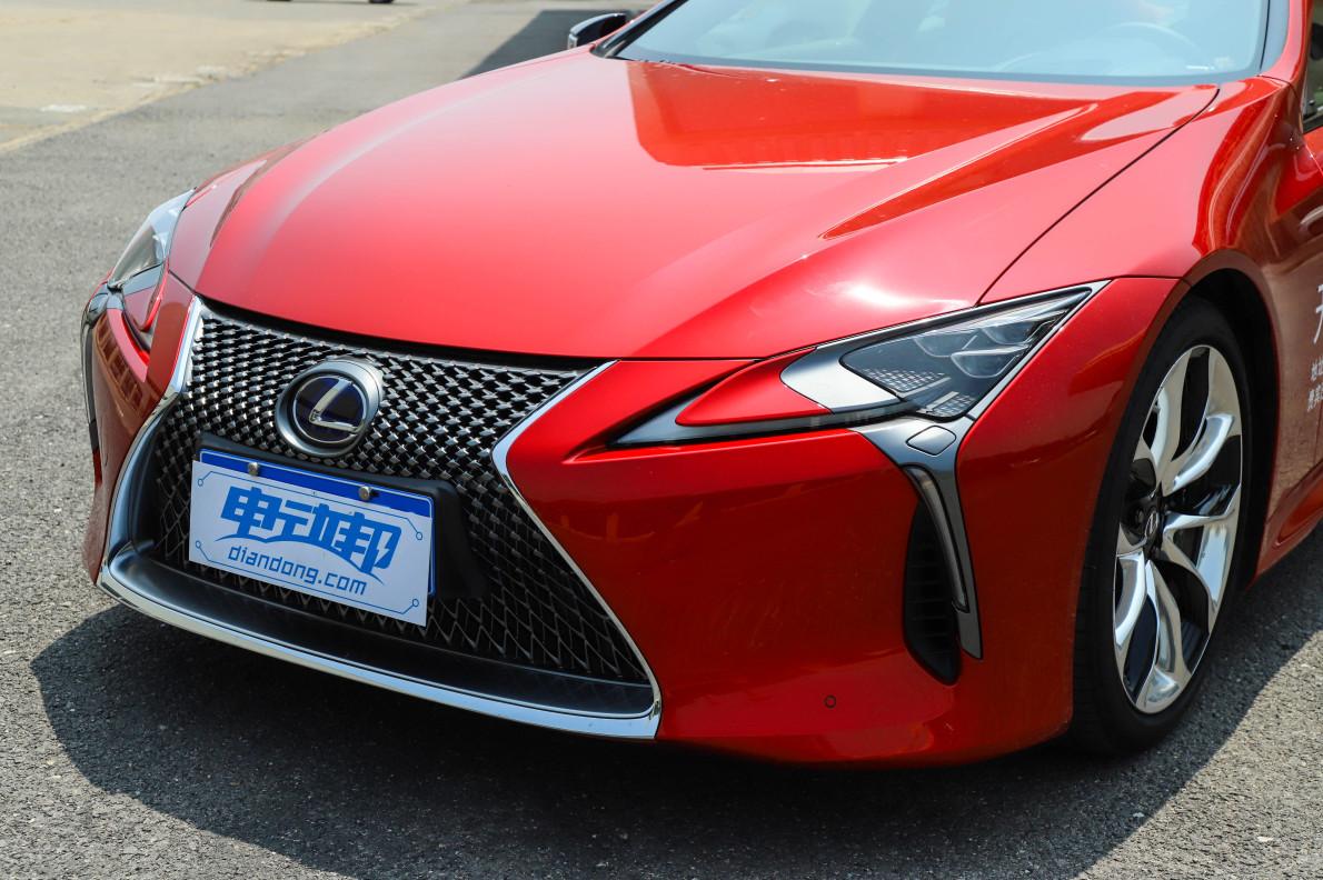 2018款 雷克萨斯 LC 500h 运动版 炫红色 实拍 细节