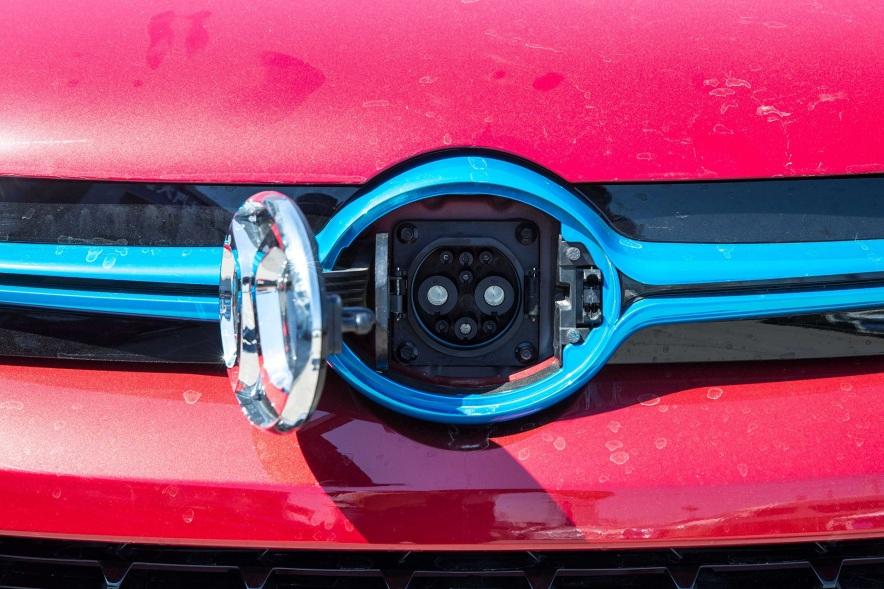 2017款 北汽新能源 EX260 乐酷版 宝石红 实拍 充电