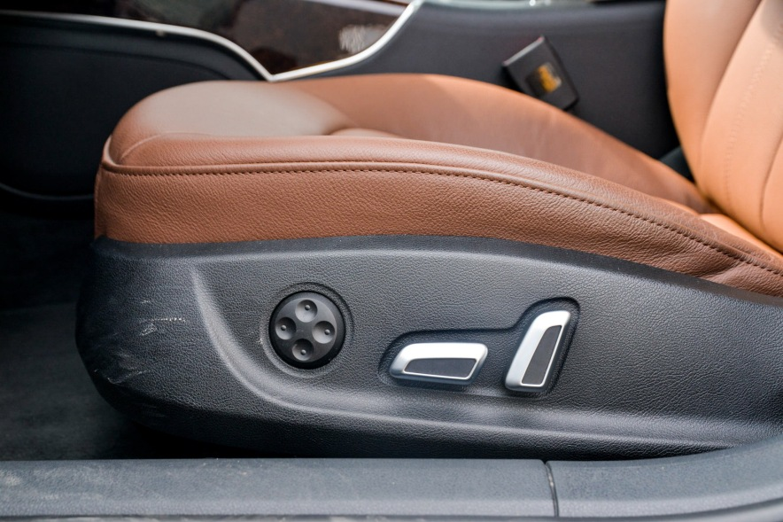 2018款 奥迪 A6L 40 e-tron 幻影黑 实拍 座椅空间