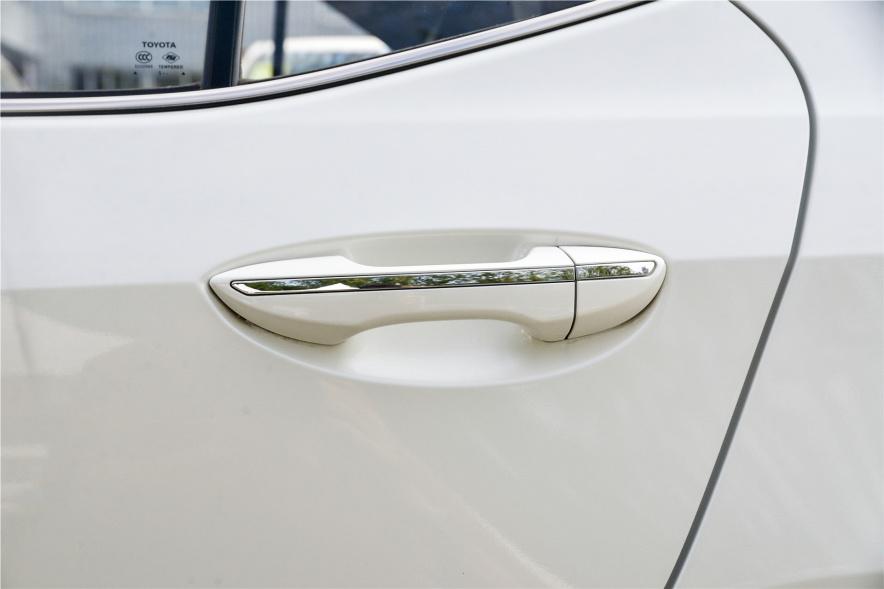 2017款 丰田 雷凌 双擎 豪华版 珍珠白