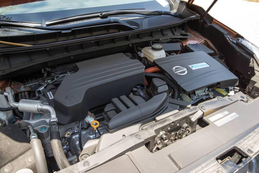 2017款  日产 楼兰 2.5 S/C HEV XE 四驱混动尊尚版  琉璃金 动力底盘