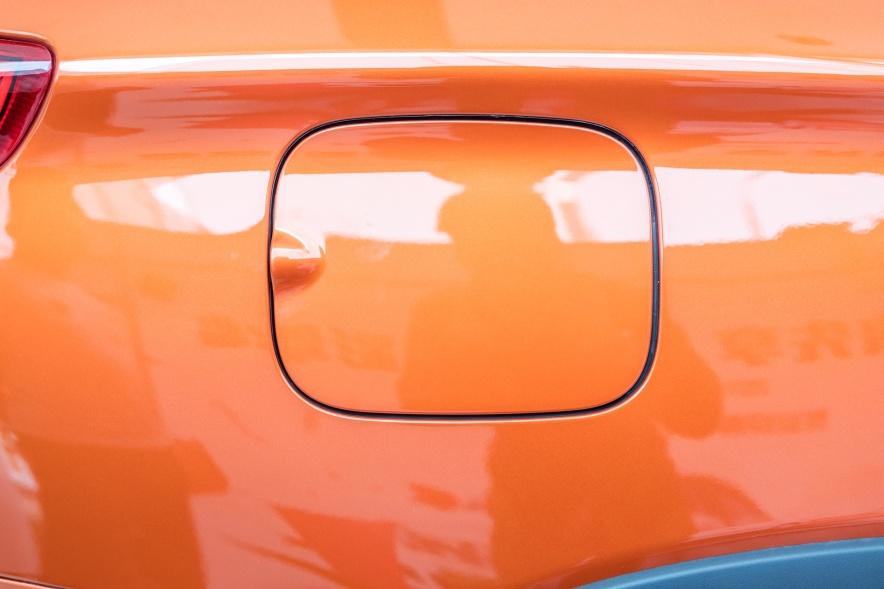 2018款 比亚迪 宋 EV400 智联进享型 活力橙黑 实拍 充电