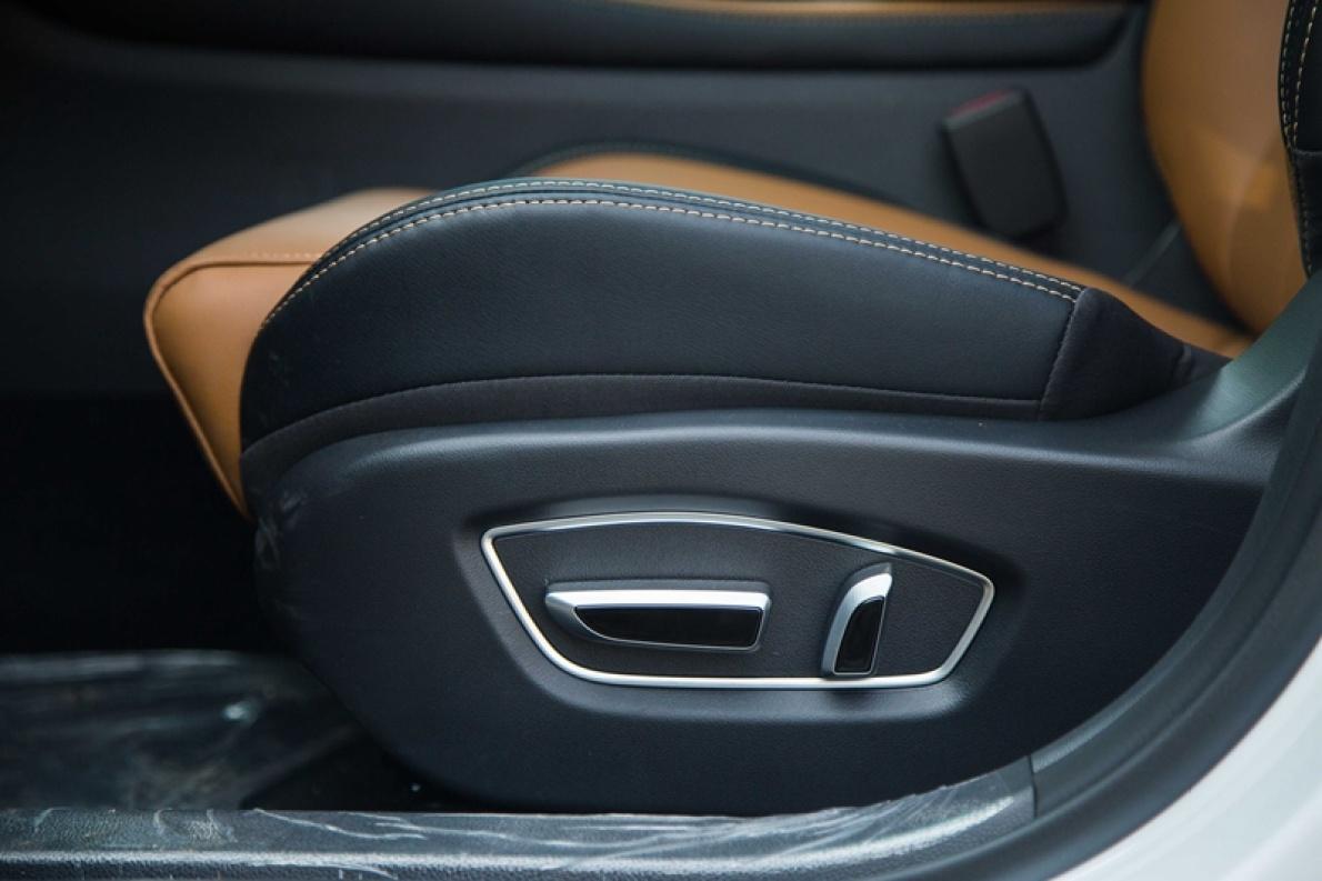 2018款 比亚迪 秦 EV450 智联锋尚型 水晶白 实拍 座椅空间