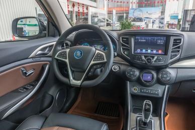2018款 比亚迪 宋 EV400 智联进享型 活力橙黑 实拍 内饰