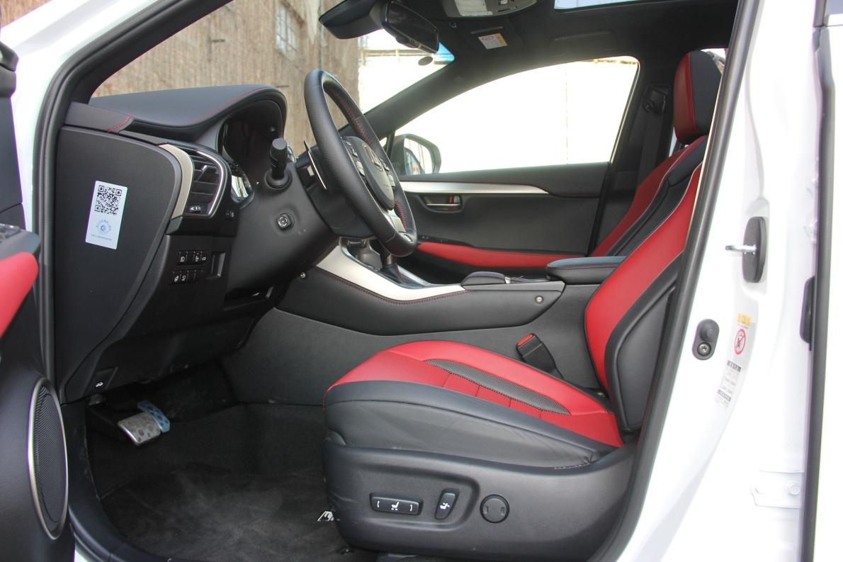 2017款 雷克萨斯 NX300h F SPORT 超音速石英白 实拍 座椅空间
