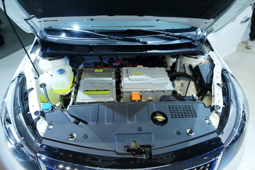 2019 众泰 Z500 EVPro 银白色 车展 动力底盘