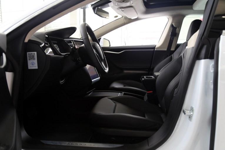 Model S 座椅空间