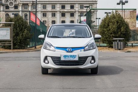 2018款 长安 奔奔 EV260 豪华型 白色 实拍 外观