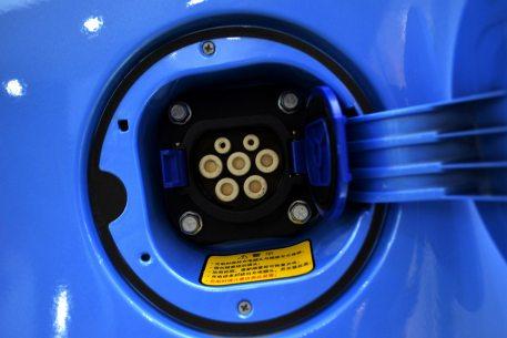 2016款 知豆D2S 冰晶蓝 实拍 充电