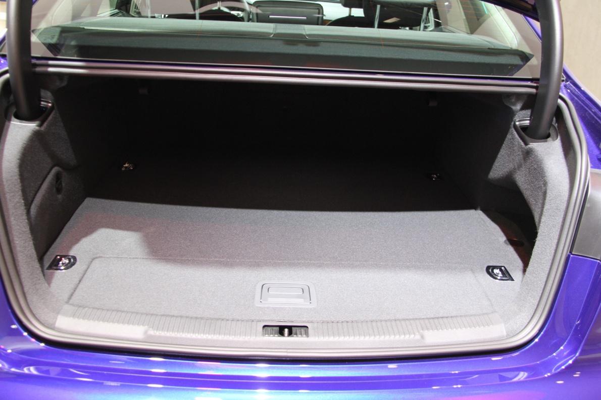 2017款 奥迪 A6L 车展 座椅空间