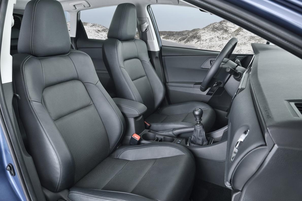 2016款 丰田 Auris 基本型 官图 座椅空间