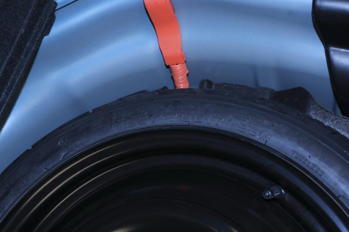 2019 丰田 雷凌双擎E+ 2019款 1.8PH GS CVT精英天窗版  蓝色