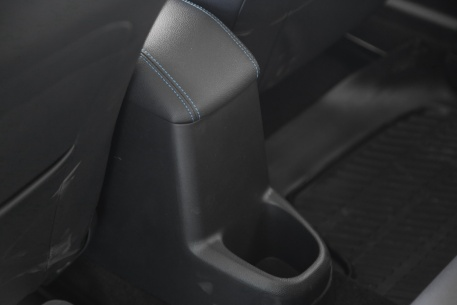 2018款 一汽奔腾 B30 EV 基本型 实拍 座椅空间