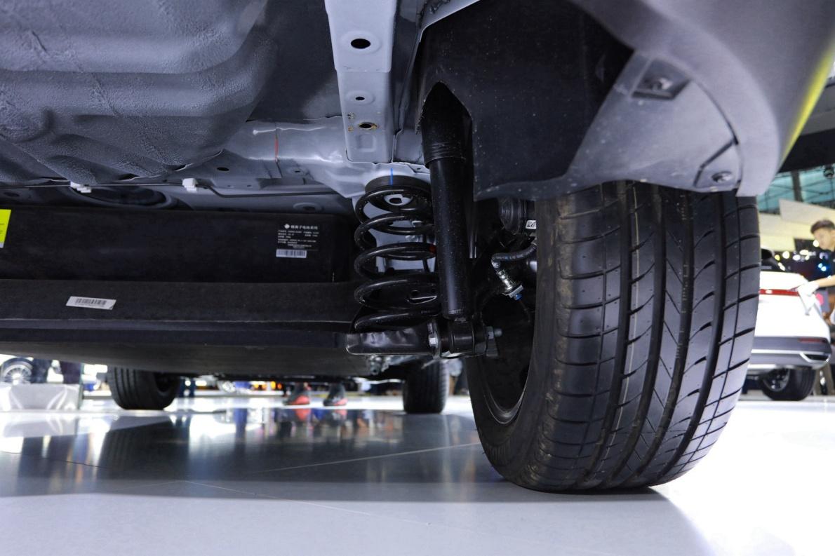 2019 众泰 T300EV ET450 白色 车展 动力底盘