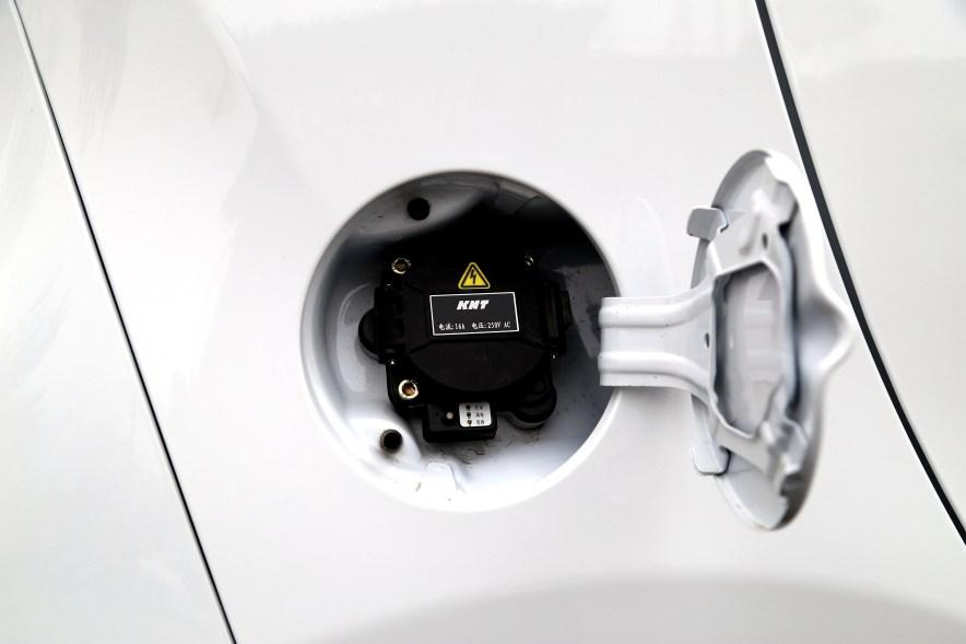 2017款 奇瑞eQ 豪华型 奇瑞白 实拍 充电