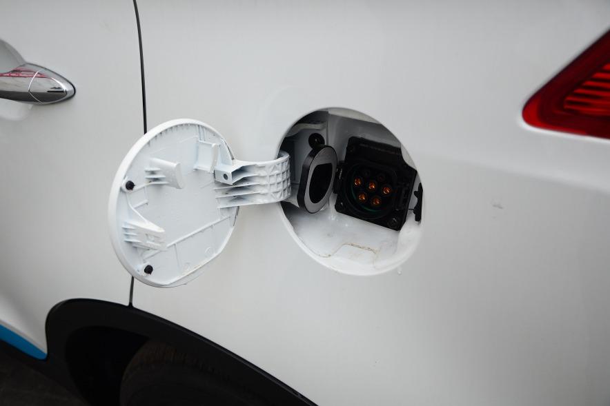 2016款 华泰XEV260 尊贵型 白色 实拍 充电