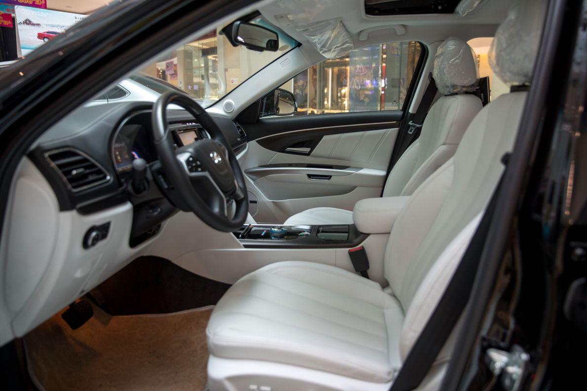 2017款 北汽新能源 EH300 尊享版 墨玉黑 实拍 座椅空间