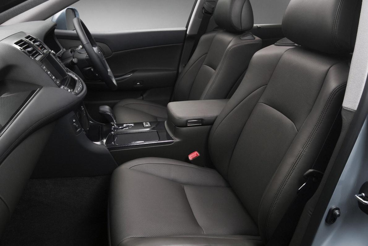 2007款 丰田 Crown Hybrid Concept 官图 座椅空间