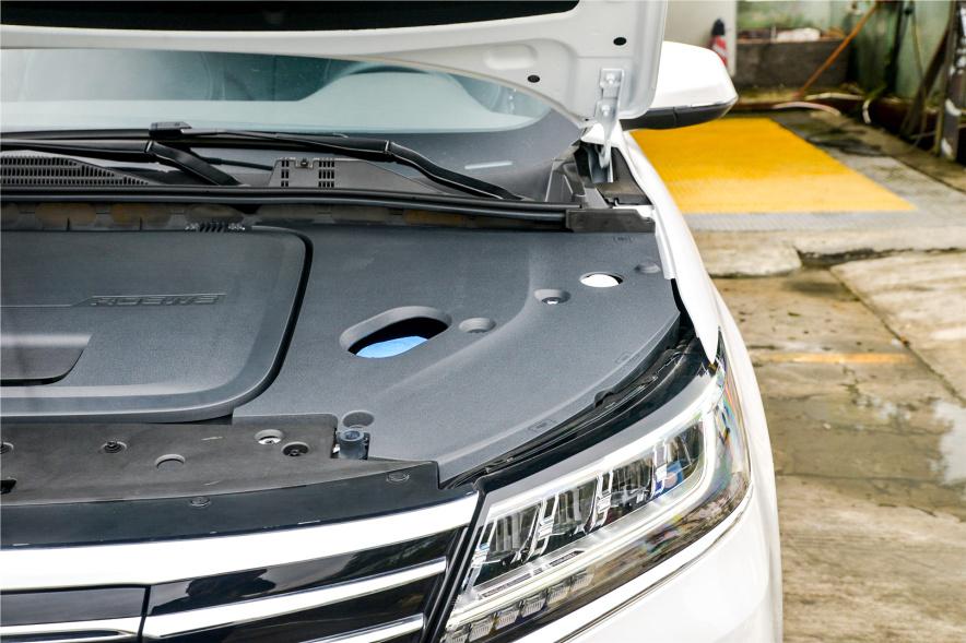 2017款 荣威 ERX5 EV400 电动互联旗舰版 珠光白 实拍 动力底盘