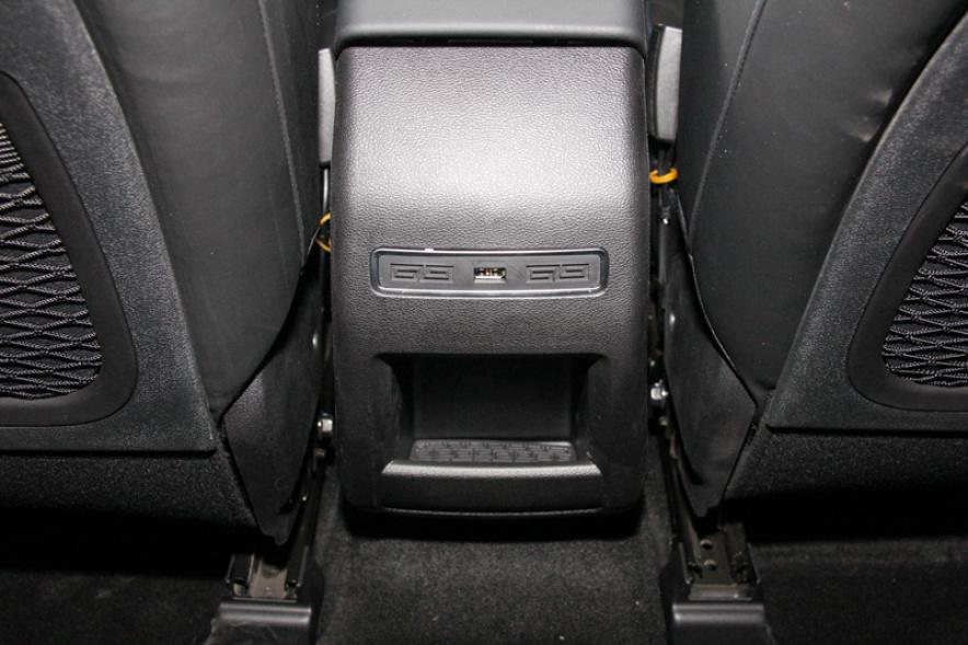 2018款 吉利 帝豪GSe 尊尚型 冰晶白 实拍 座椅空间