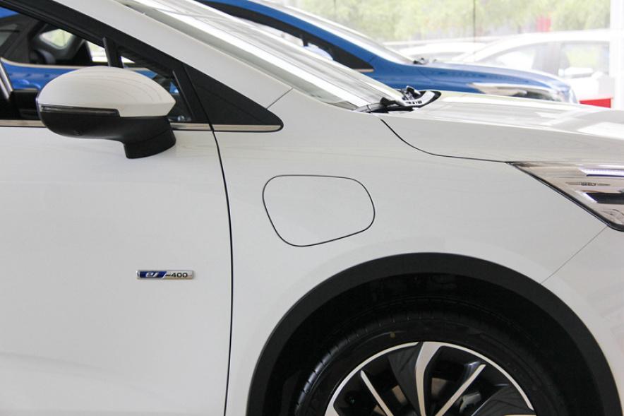 2018款 吉利 帝豪GSe 尊尚型 冰晶白 实拍 充电