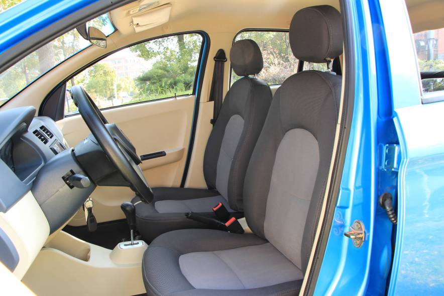 2016款 江铃 E100 标准型 实拍 座椅空间