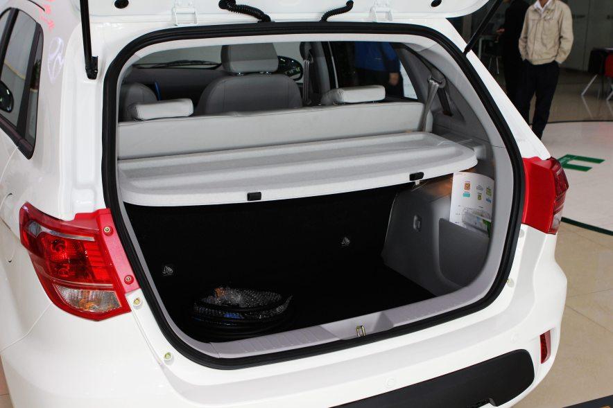 2015款 EV160轻秀版 座椅空间