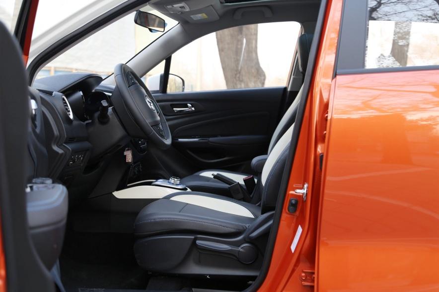 2018款 长按 CS15 EV350i 闪光炫彩橙黄 实拍 座椅空间