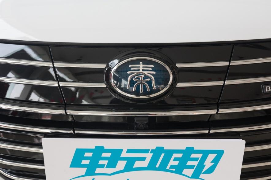 2018款 比亚迪 秦 EV450 智联尊尚型 水晶白 实拍 充电