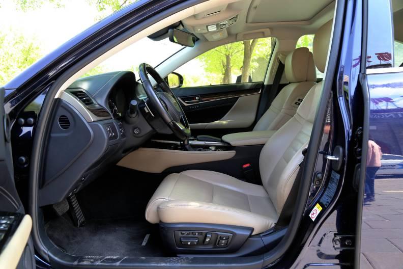 2016款  雷克萨斯 GS450h 宝石蓝 实拍 座椅空间