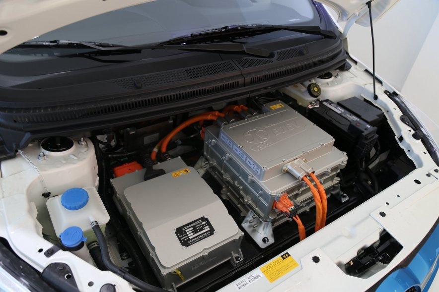 2016款 北汽新能源EV160 轻快版 阿尔卑斯白 实拍 动力底盘