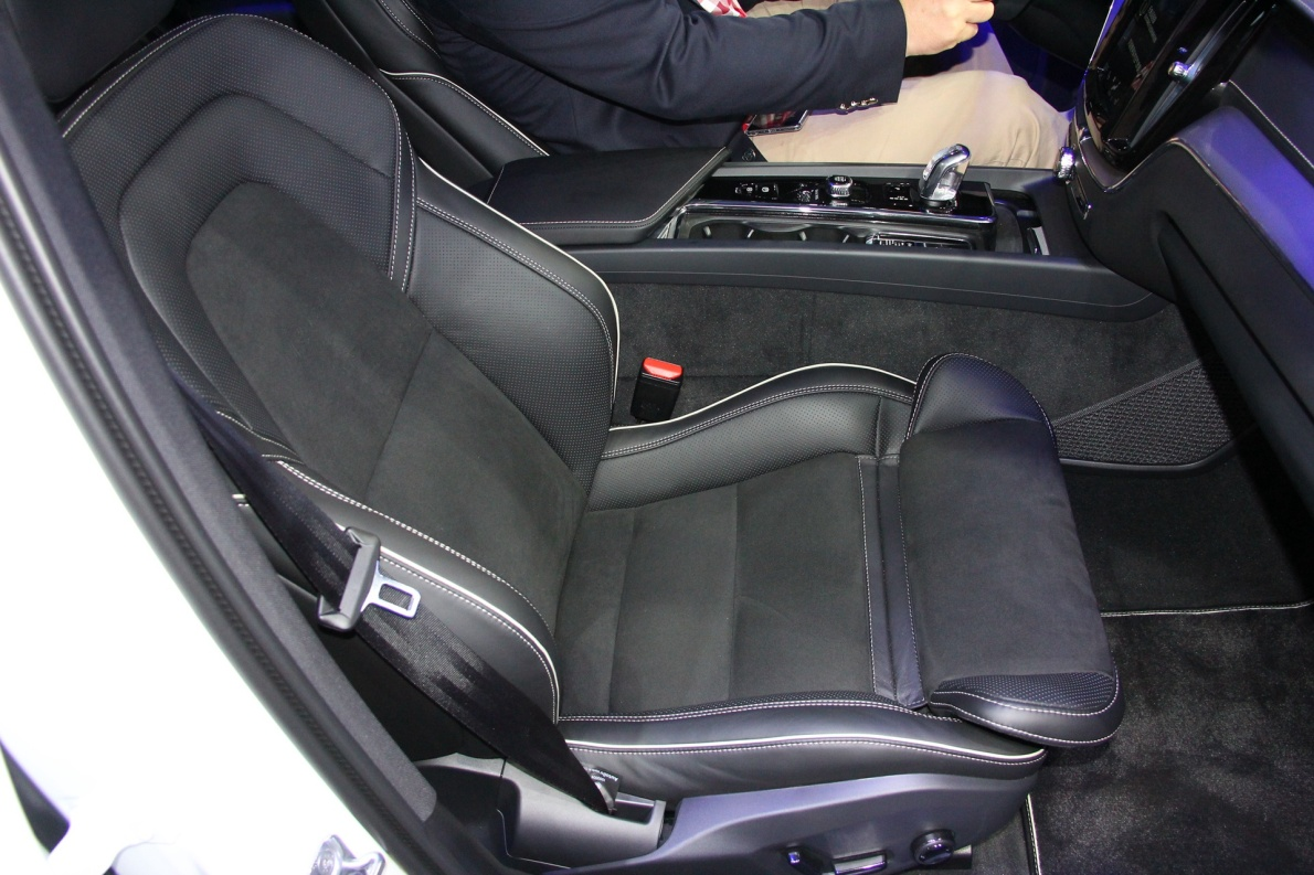 2018款 沃尔沃 XC60 T8 车展 座椅空间