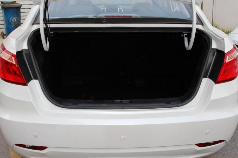 2015款 长安 逸动EV 尊贵型 珍珠白 空间
