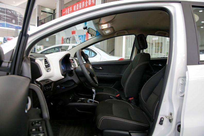 2017款 江淮 iEV6E 基本型 白色 实拍 座椅空间