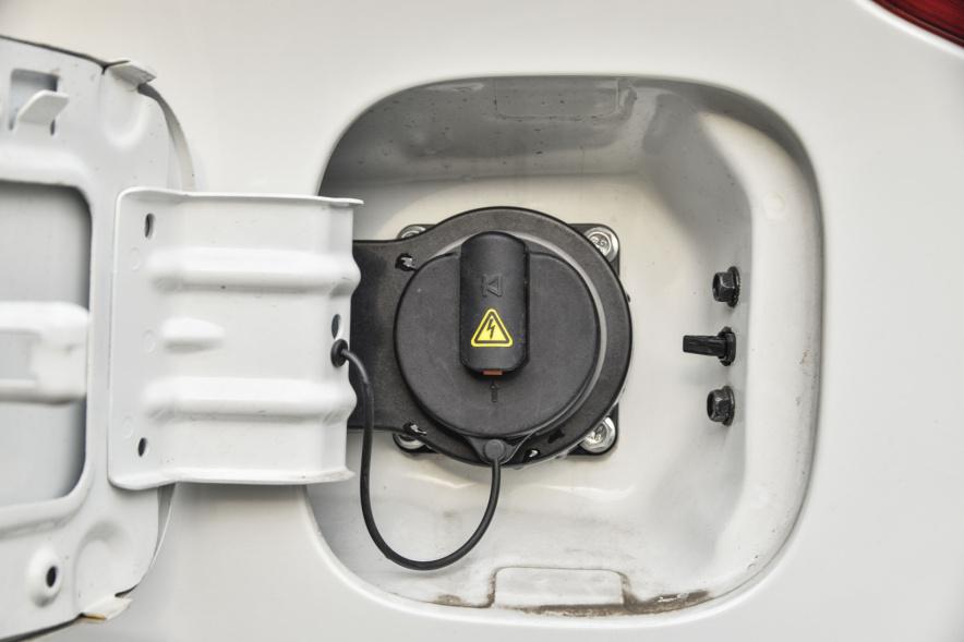 2017款 广汽新能源 GS4 PHEV 智享版 象牙白 实拍 充电