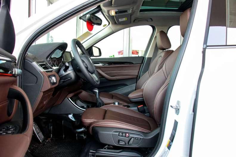 2017款 宝马X1 xDrive 25Le 雪山白 实拍 座椅空间