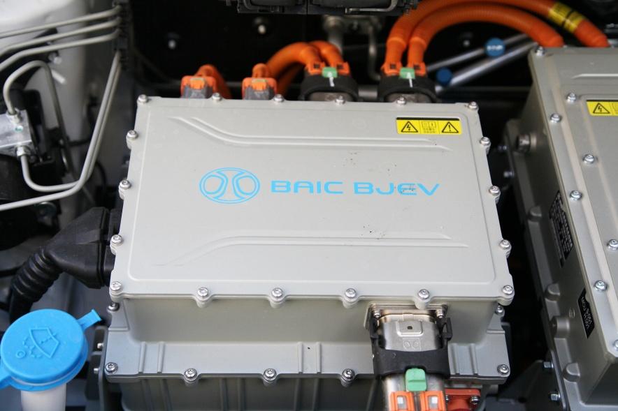 2017款 北汽新能源 EC200 珠光白 实拍 动力底盘