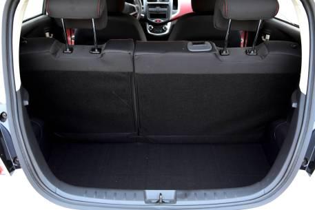 2017款 长安 奔奔 180公里 北京特供版 星辰白 实拍 座椅空间