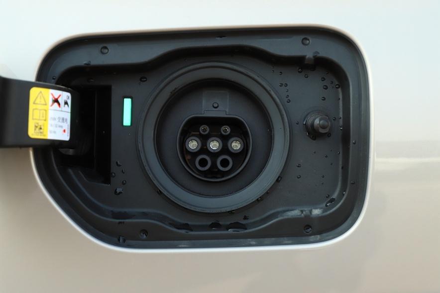 2018款 宝马 5系 530Le 实拍 充电