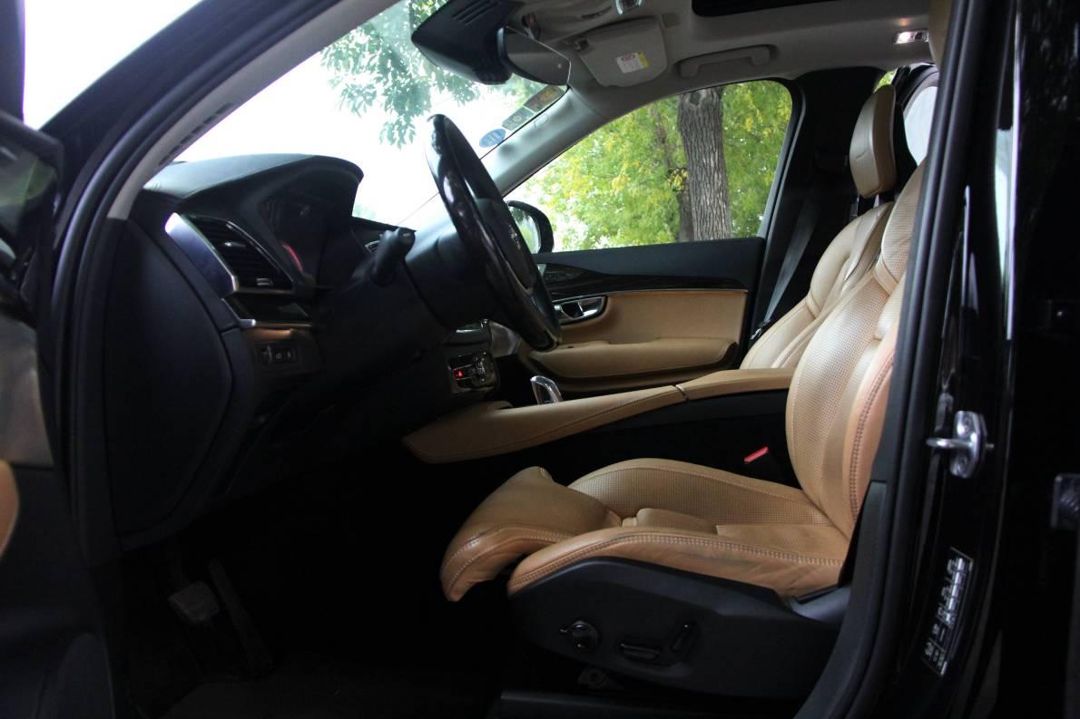 2016款 沃尔沃XC90 T8智尊(E驱混动)版 玛瑙黑 实拍 座椅空间