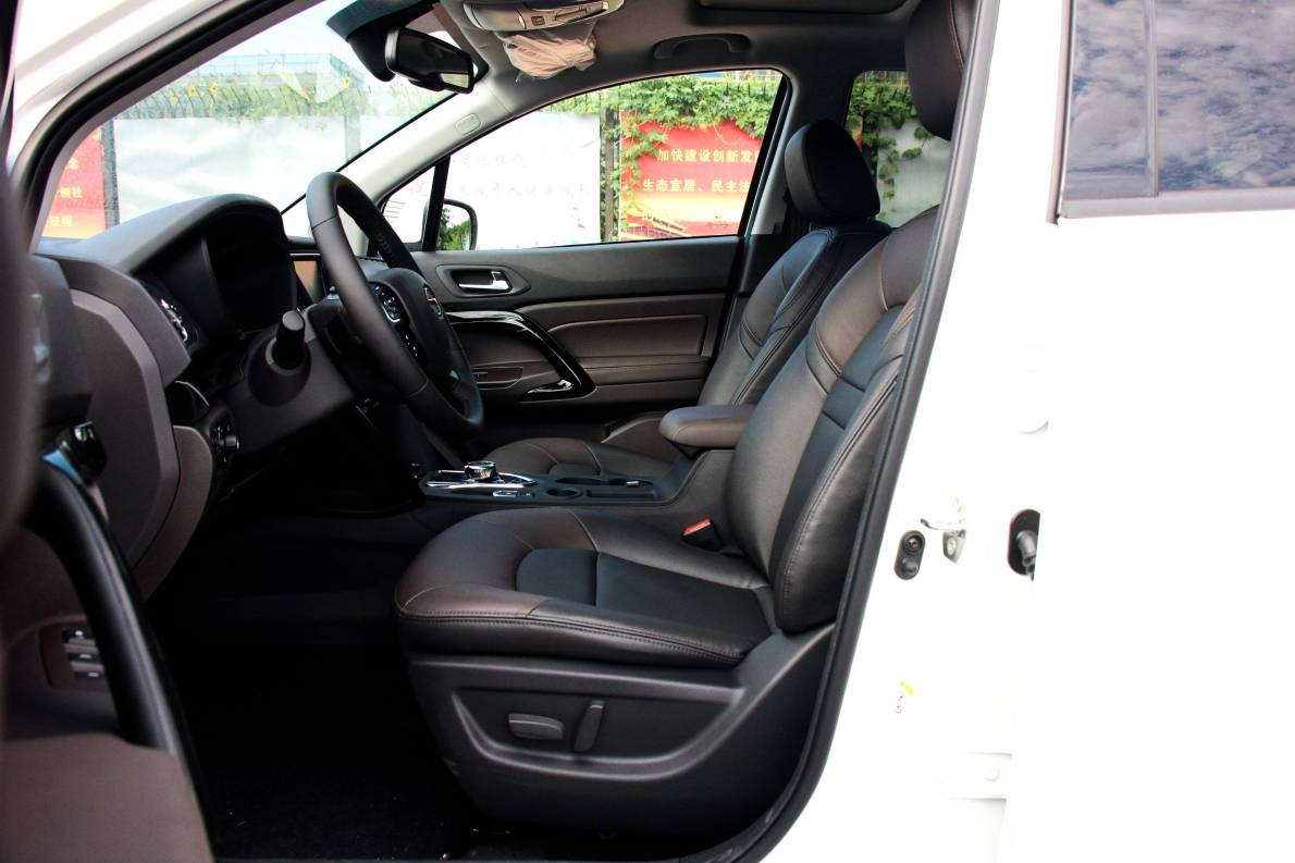 2017款 广汽传祺 GS4 PHEV 尊享版 象牙白 实拍 座椅空间